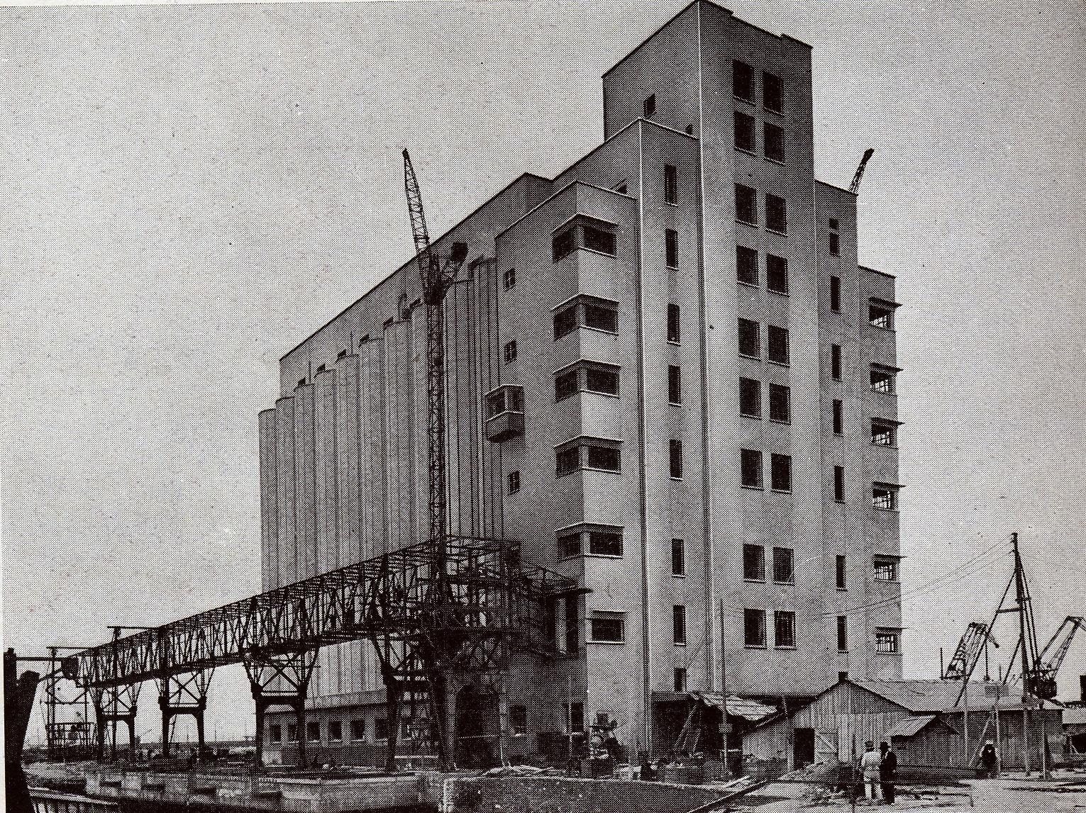 Un silo béton armé de l\'entreprise Froment-Clavier
