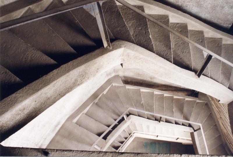 Perspective des escaliers du silo de Fresnay-l\'Évêque